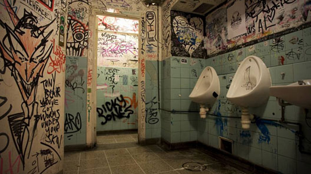 Pub toilets via J / Soberpunks