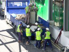 Alamy-RFmen-unloading-lorry.jpg