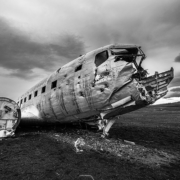 iceland airplanewreck by fineart photographer peter schäublin