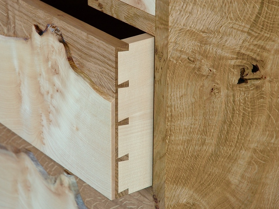 Drawer box in oak and sycamore with half blind dovetails.