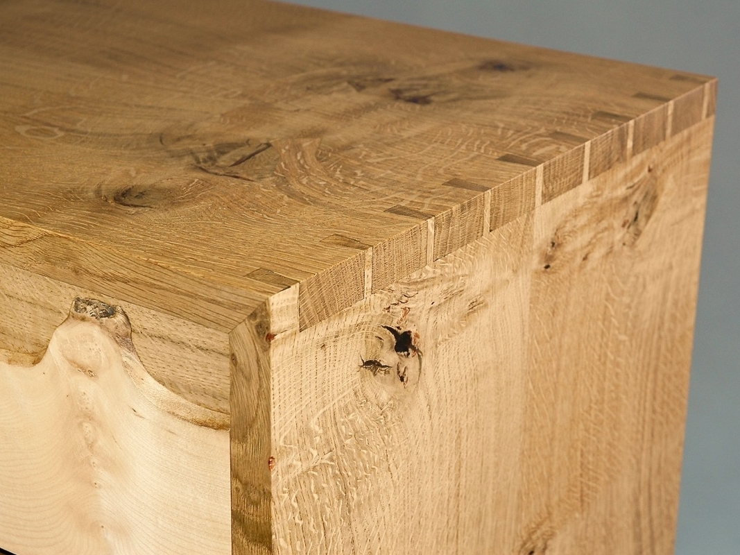 Dovetailed cabinet with mitred front corners