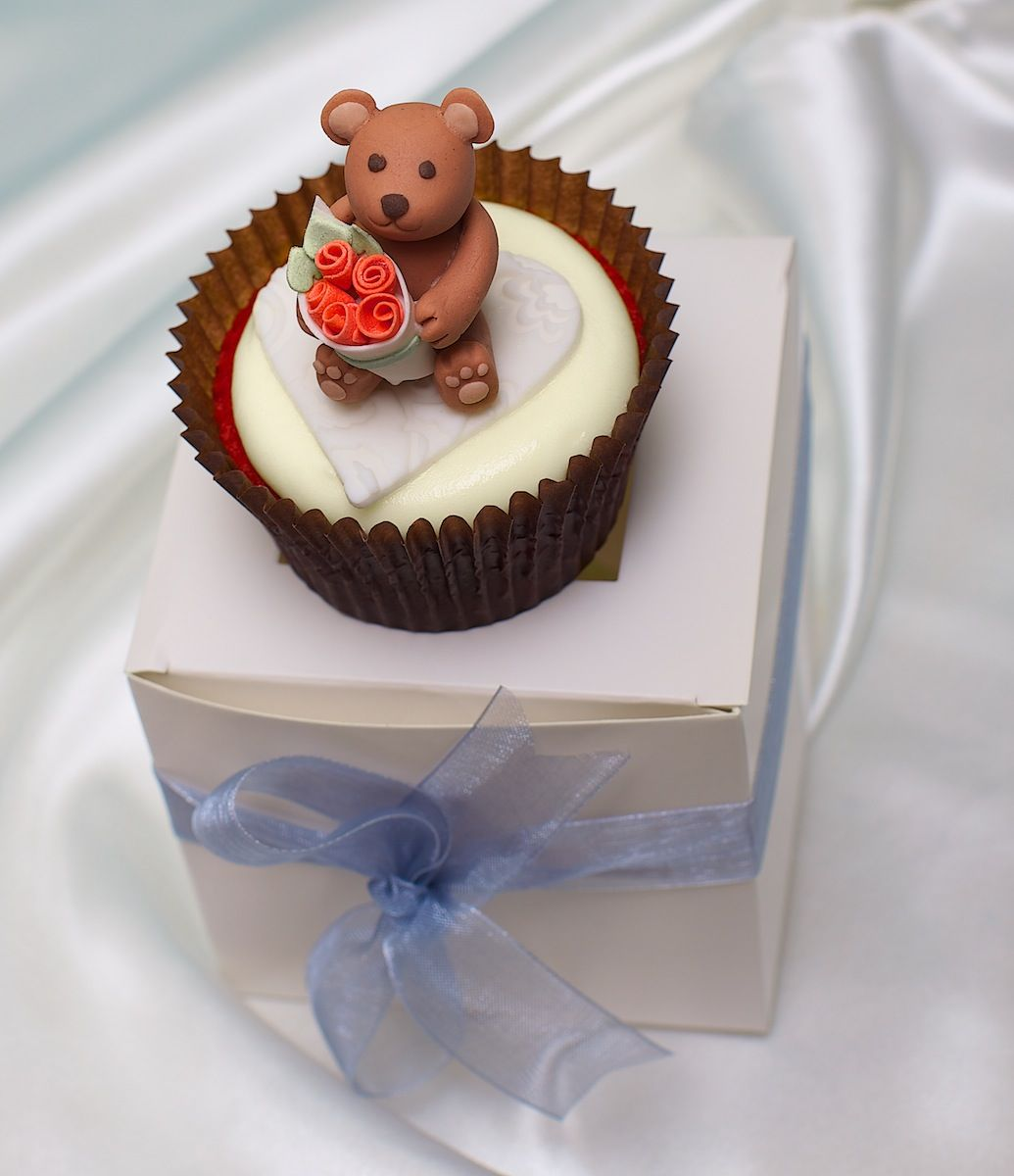 Valentine's Day Cupcake:  Teddy Bear with Roses.