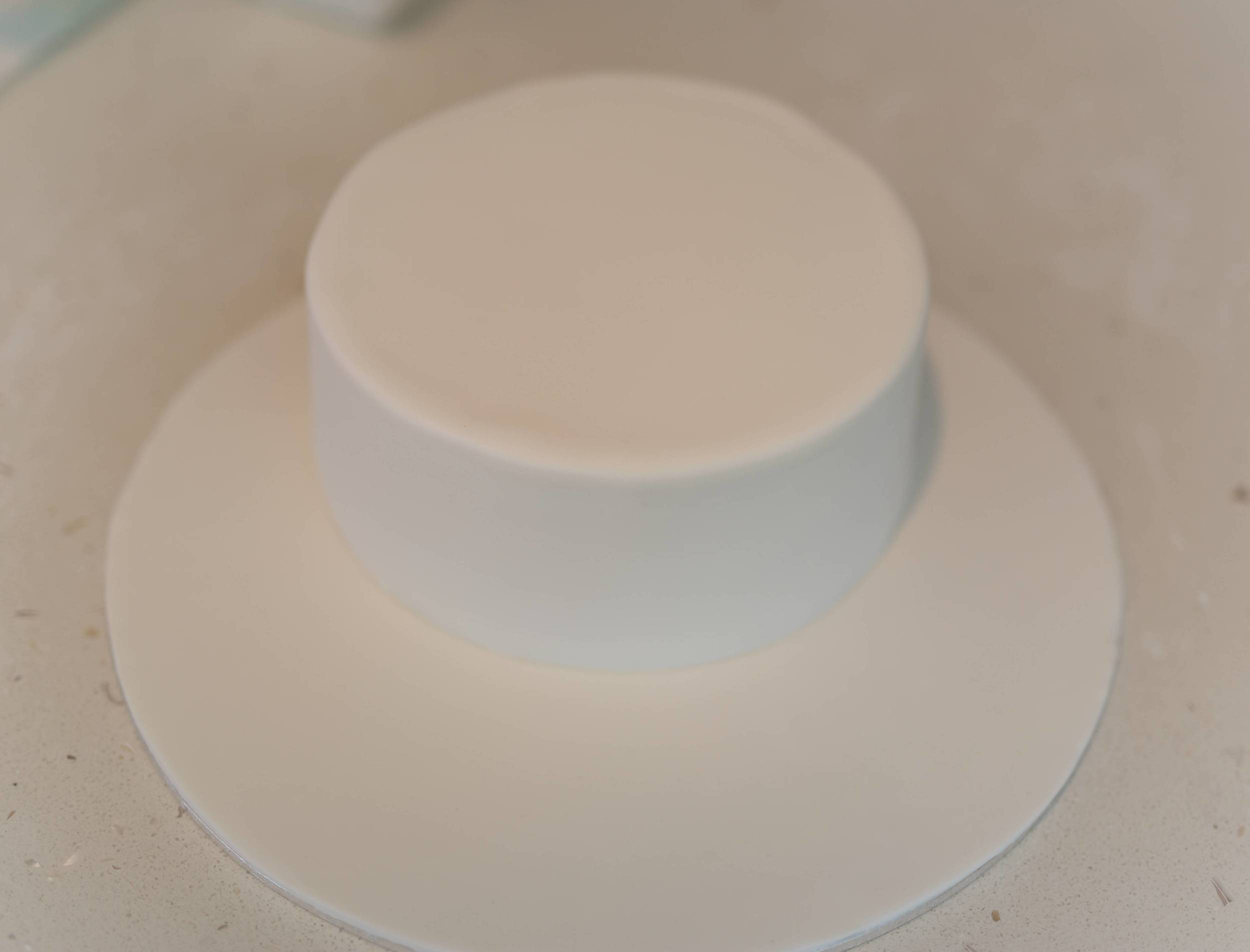 The blank canvas... A plain white fondant covered cake.
