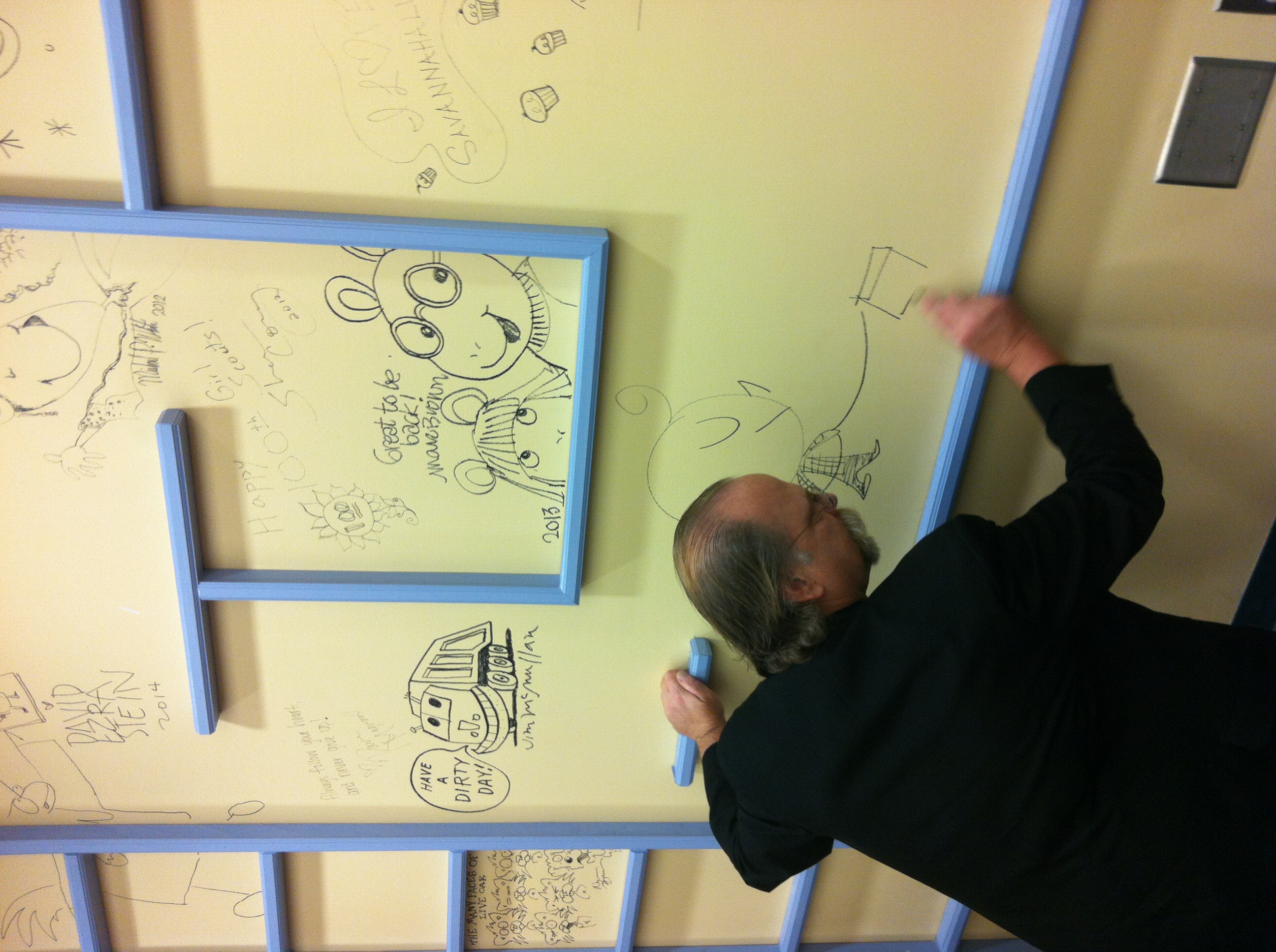 Got to see Bob Staake drawing on the wall of the public library!