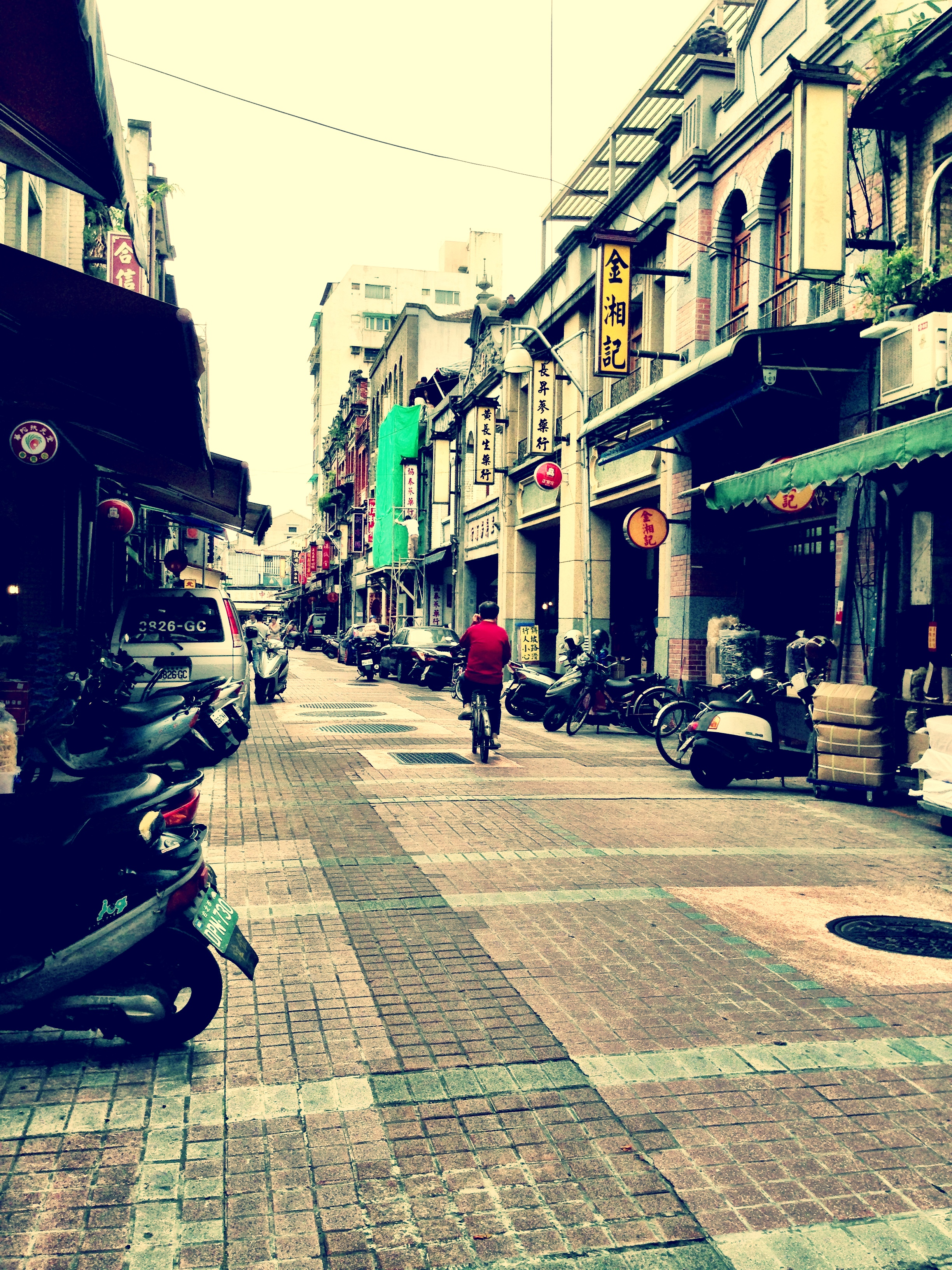 A quiet day on Dihua Street