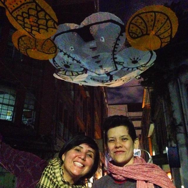 """看看住台灣的外國人對台灣文化有多熱情!這兩位瓜地馬拉藝術家是北藝大畢業的,來逛年貨大街時,不要錯過她們的超棒的作品,在迪化街一段46巷!(萊爾富旁邊的巷子)Guatemalan artists & grads of Taipei National University of the Arts Bara and Kah Yan are among the teams that came together this year to decorate the alleys of Dihua Street with New Year lanterns. You can find their fantastic and elaborate work, arguably the most gorgeous of all the installations, called """"Goat's Paradise"""" just off Dihua Street in Lane 46 (the lane next to Hi-Life)!"""