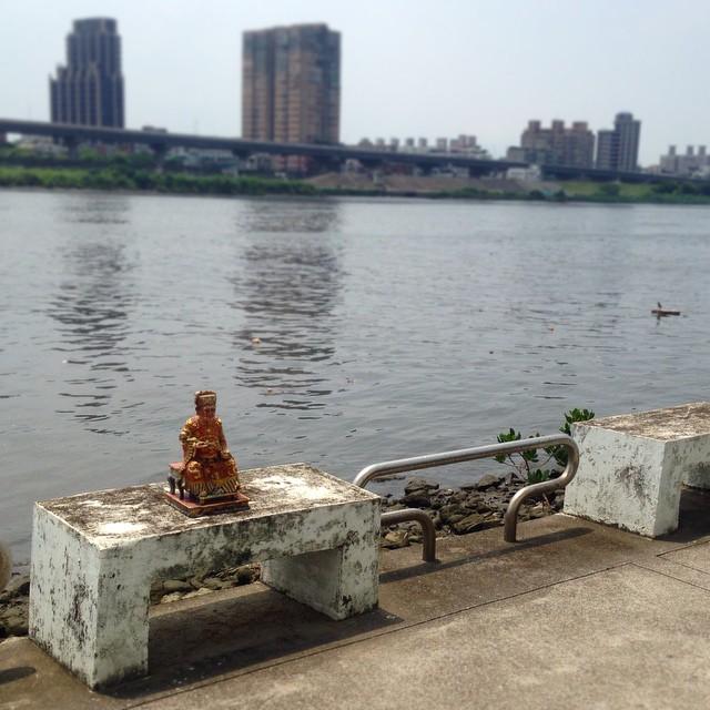 Getting some sun at Dadaocheng Wharf? 來大稻埕碼頭曬太陽嗎?