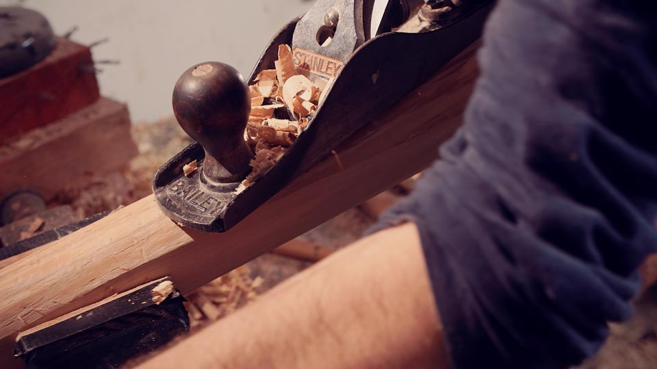 master-flute-maker-winne-clement-fluiten-luthier-craftsman-facteur-flûtes-flöten-hersteller-music-instrument-wood-wind--planing-elder.jpg