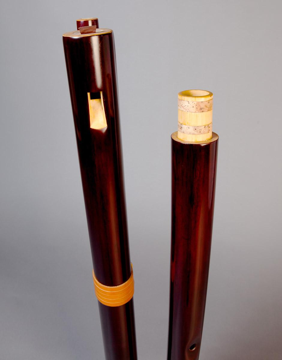 fujara-flute-master-maker-winne-clement-fluiten-luthier-craftsman-music-instrument-wood-wind--fujaru-fujary-overtone-harmonic-bass-ethnic-elder-collapsible-joint.jpg