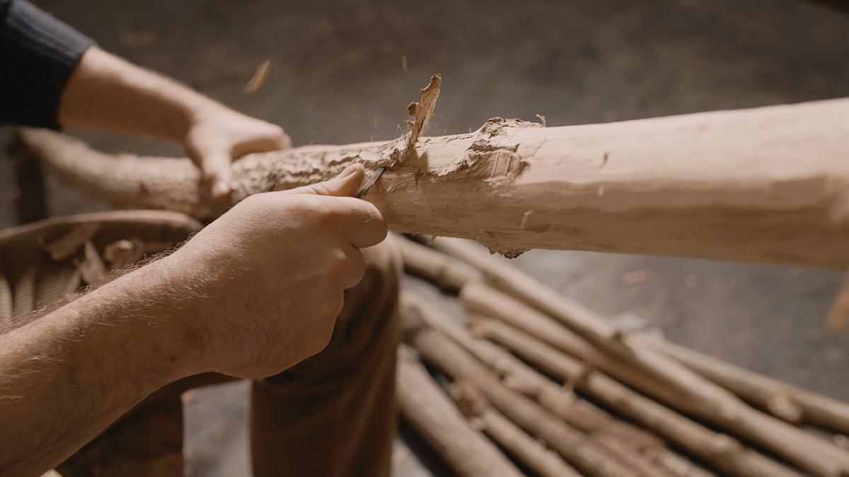 overtone-flute-master-maker winne-clement-fluiten-maker-luthier-craftsman-music-instrument-wood-wind--fujara-seljefløyte-koncovka-harmonic-tilinko-bark