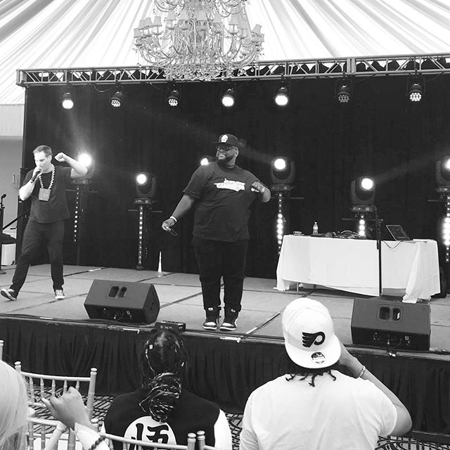 Finishing out the weekend @njgamercon @djawesomusprime @mc_lars @randombeats #njgamercon #gamer #nerdcorehiphop #productionlife #concert #prosound #lightdesign #sonusproductions