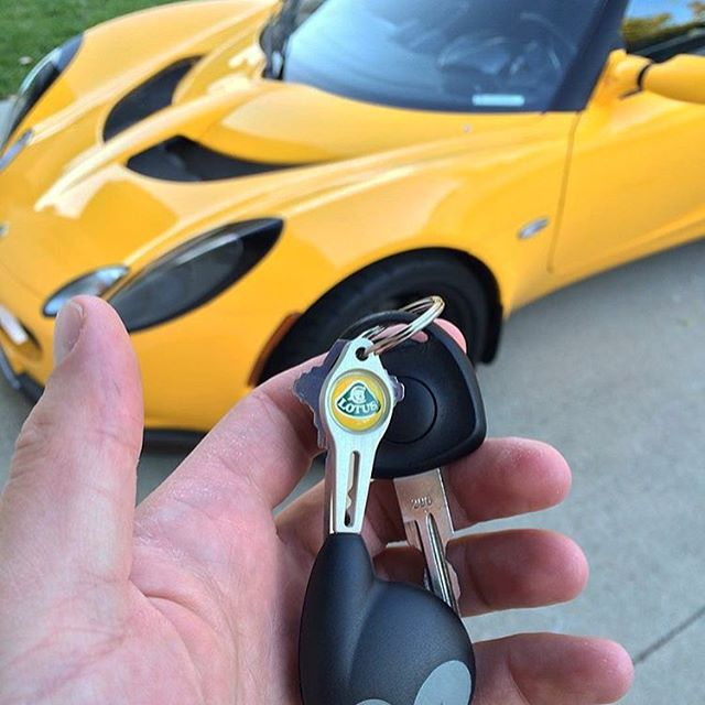 Thanks @ieexotics ! Beautiful #Elise , beautiful #unilink ! #lotus #lotustalk #exige  #lotusnation #cnc #7075 #aircraftaluminum #carkeys #art