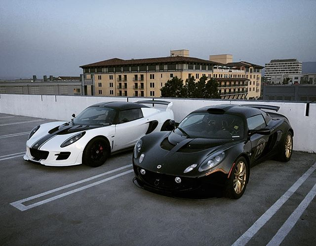 ⚪️or⚫️ #lotus #lotusnation #elise #exige #rooftop #siliconvalley #blackongold #trackcar @lotusnation @pride_of_hethel @lotuscarsiran @trackspecautosports