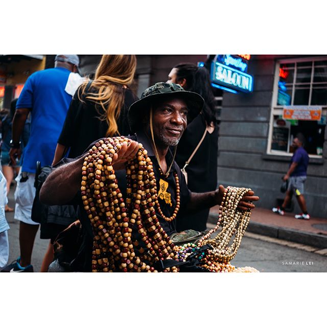 Hey man, $5 for these beads, watch my dog. ::::swipe ➡️ _ _  #womaninstreet #streetpotography #streetshared #streethunters #twgrammers #streetphotographer #streetpoto #streettogs #fujiframe #fujifilmx_us #fujifilmxseries #fujixt2 #fujifilmxt2 #myfujifilm #fujifeed #lensculture #documentinglife #igtravel #illuminateclasses  #whereistand #natgeoyourshot #followyournola #nolalove #showmeyournol #ig_neworleans