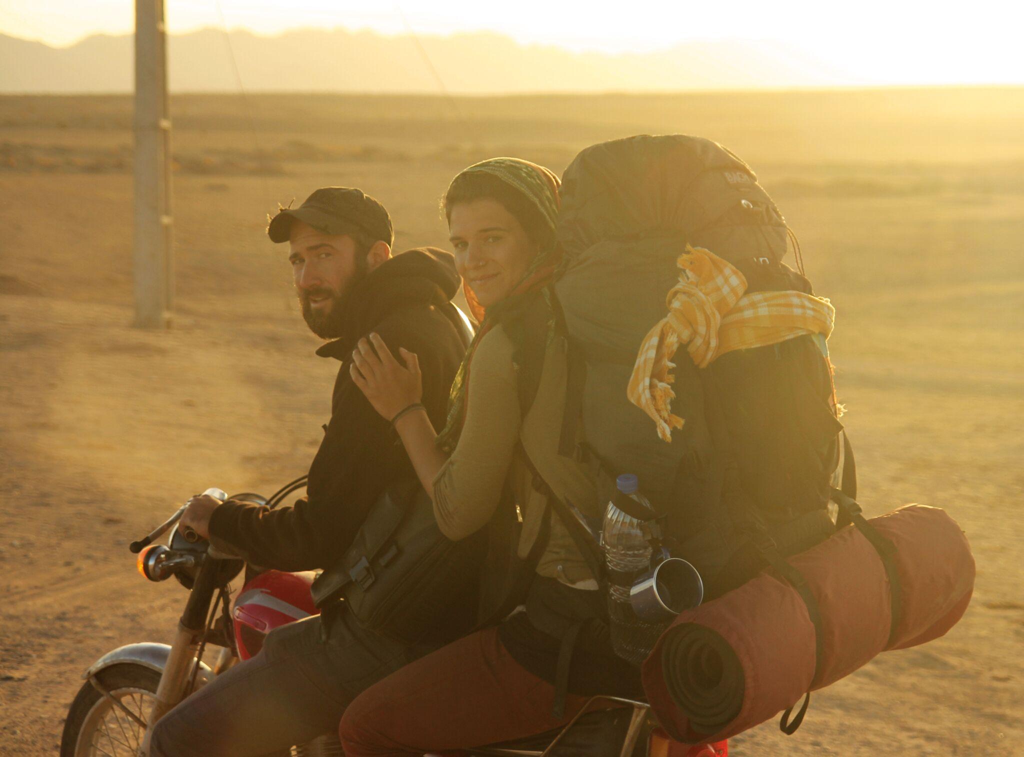PR 14 Wir leihen uns Motorräder in der iranischen Wüste, Dezember 2013.jpg
