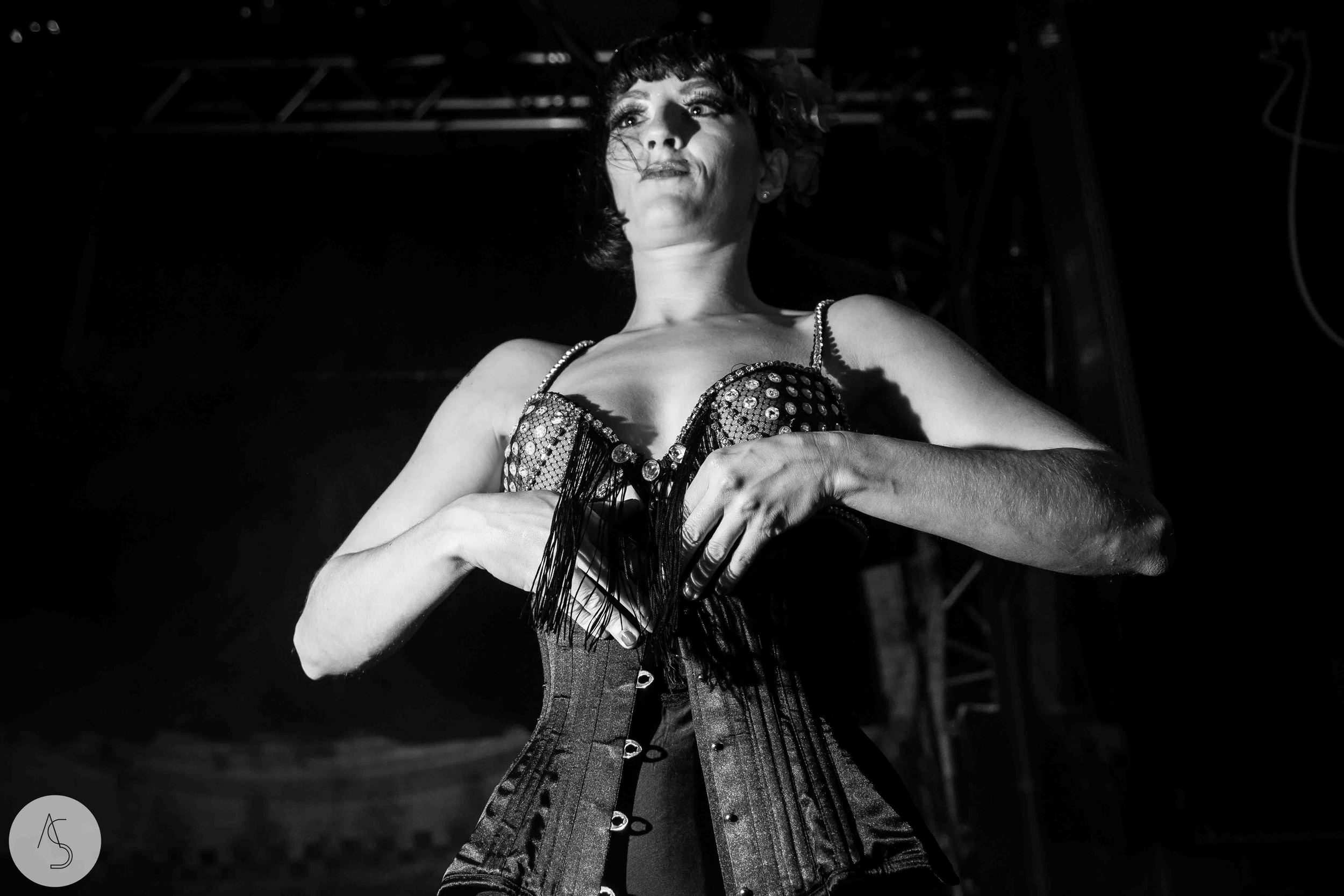 Electroswing cabaret - Ninkasi - Halloween- Adriana Salazar photo - Lyon 001-2.jpg