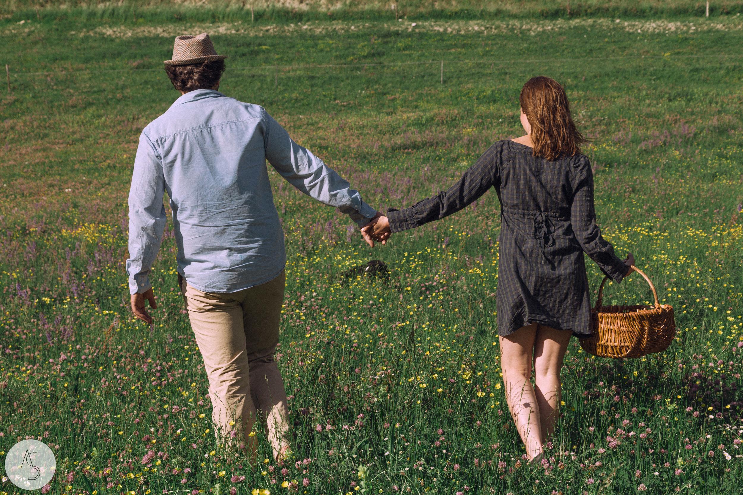 Séance engagement - La Drôme - Lifestyle_ Photographe couple5.jpg