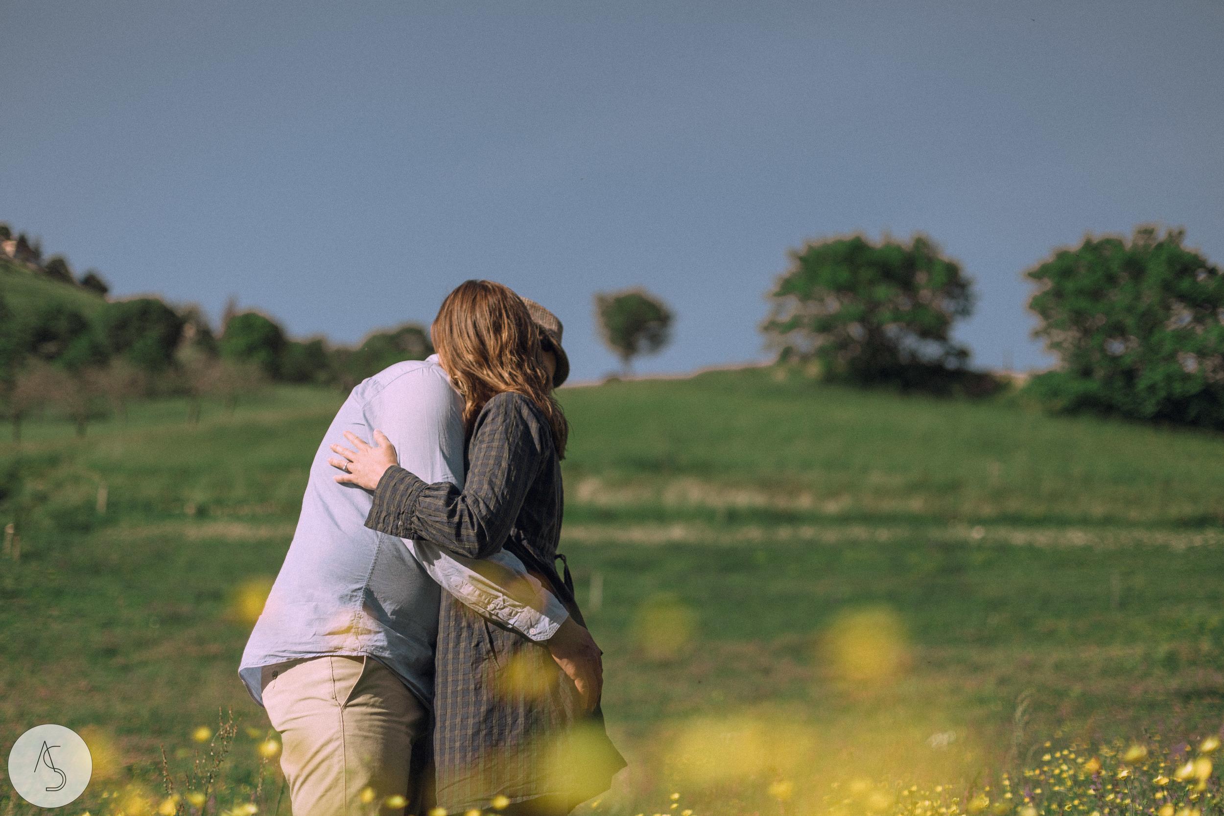 Séance engagement - La Drôme - Lifestyle_ Photographe couple12.jpg