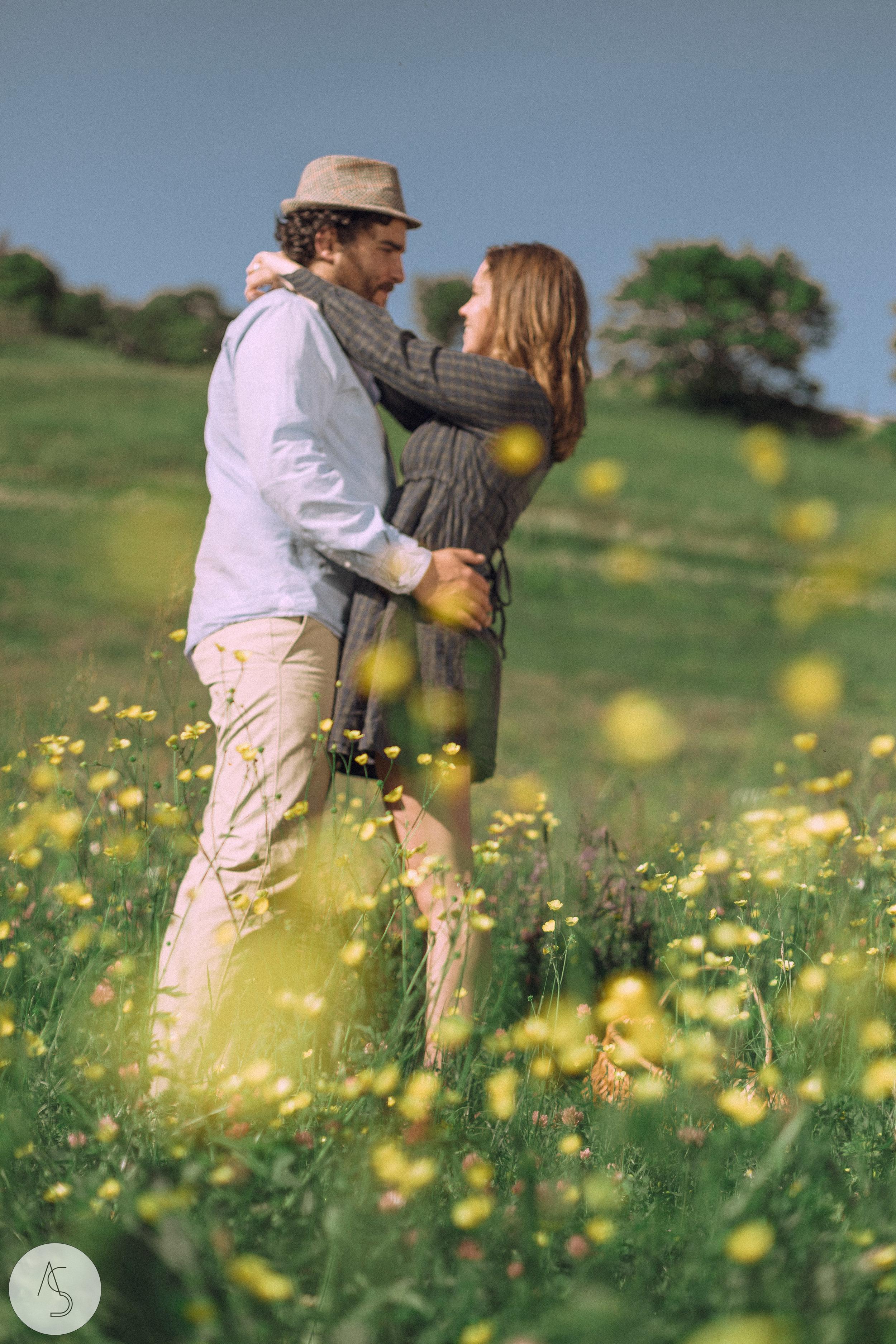 Séance engagement - La Drôme - Lifestyle_ Photographe couple14.jpg