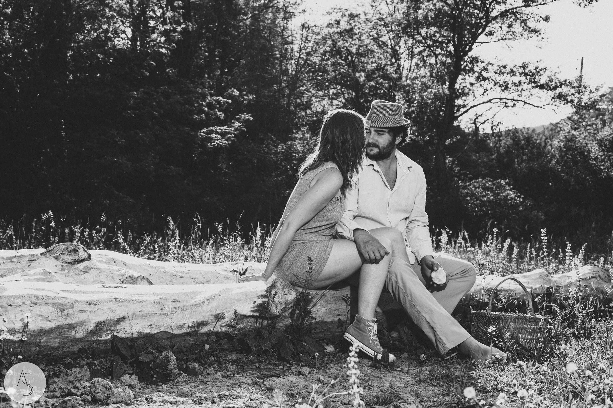 Séance engagement - La Drôme - Lifestyle_ Photographe couple19.jpg