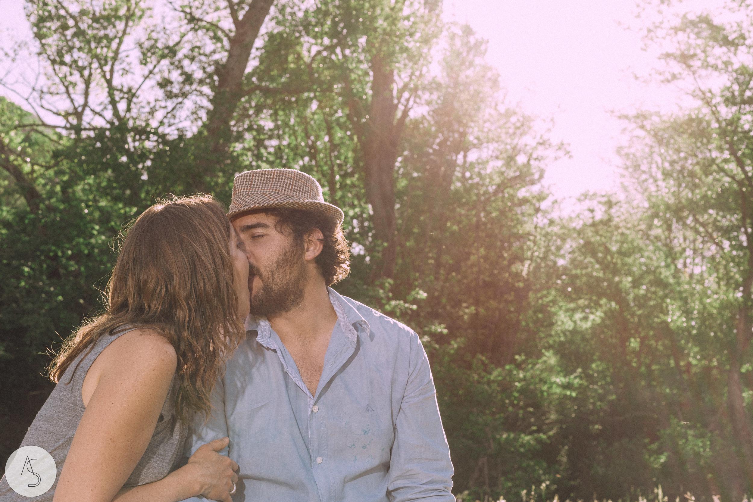 Séance engagement - La Drôme - Lifestyle_ Photographe couple22.jpg