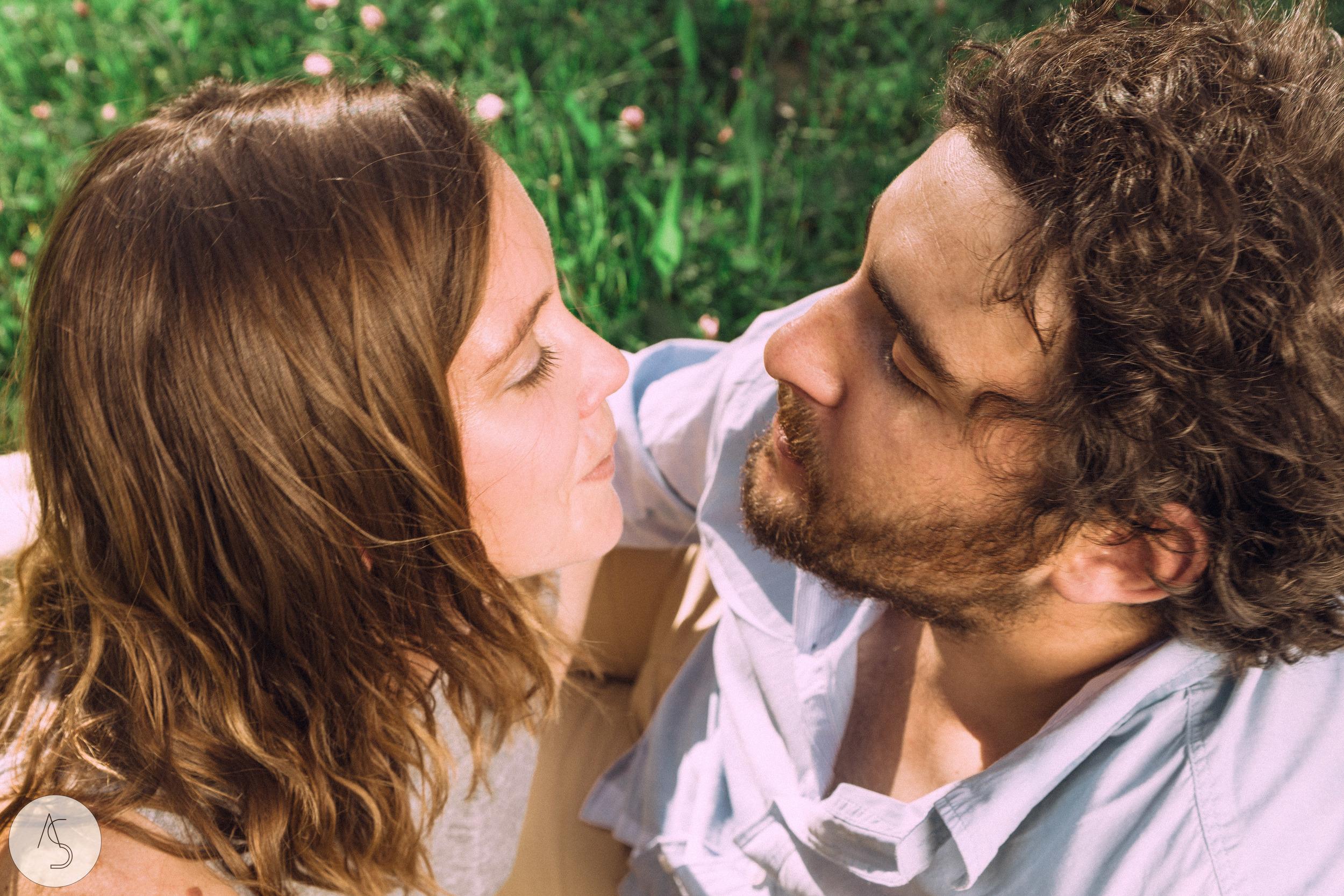 Séance engagement - La Drôme - Lifestyle_ Photographe couple33.jpg