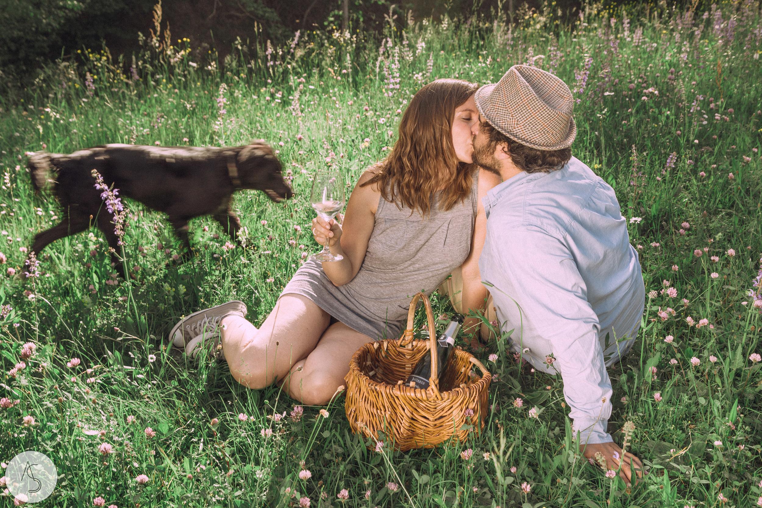 Séance engagement - La Drôme - Lifestyle_ Photographe couple32.jpg