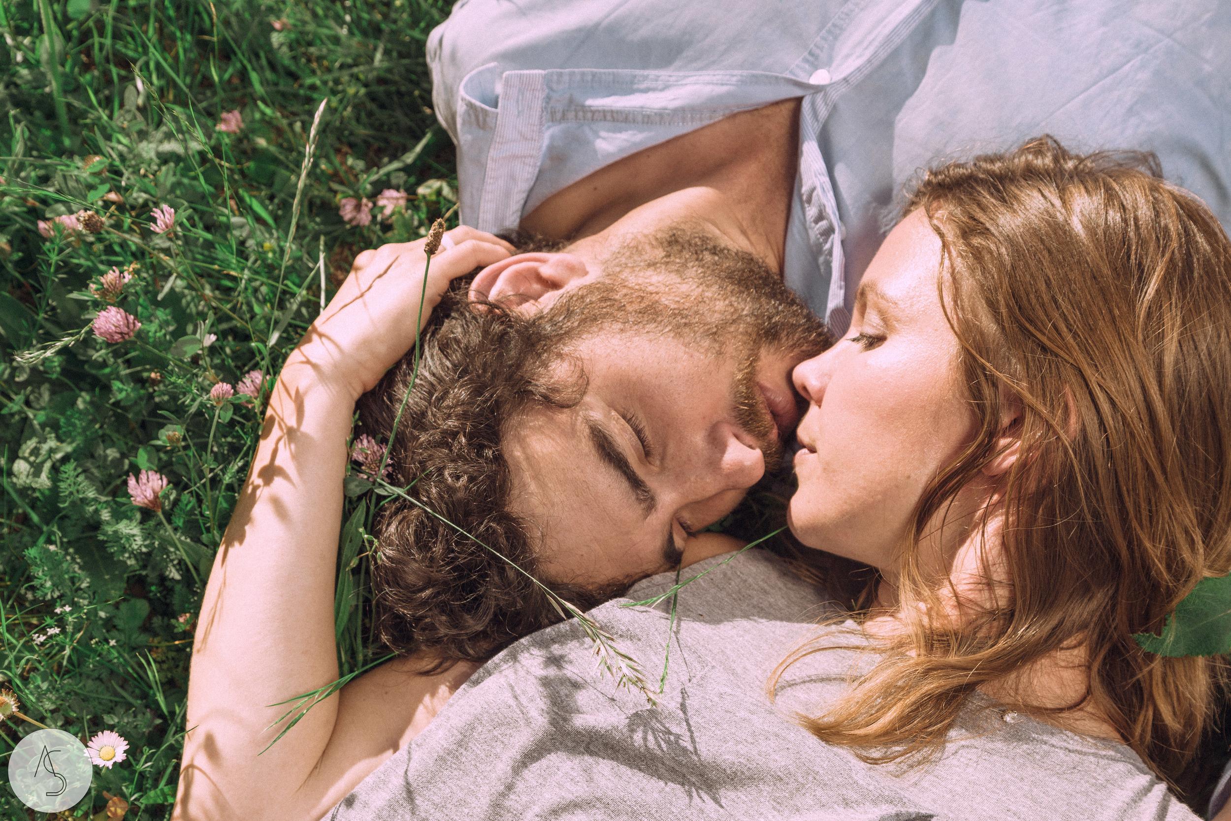 Séance engagement - La Drôme - Lifestyle_ Photographe couple35.jpg