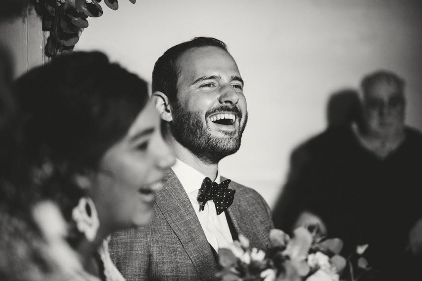 Joie et rires pendant un mariage