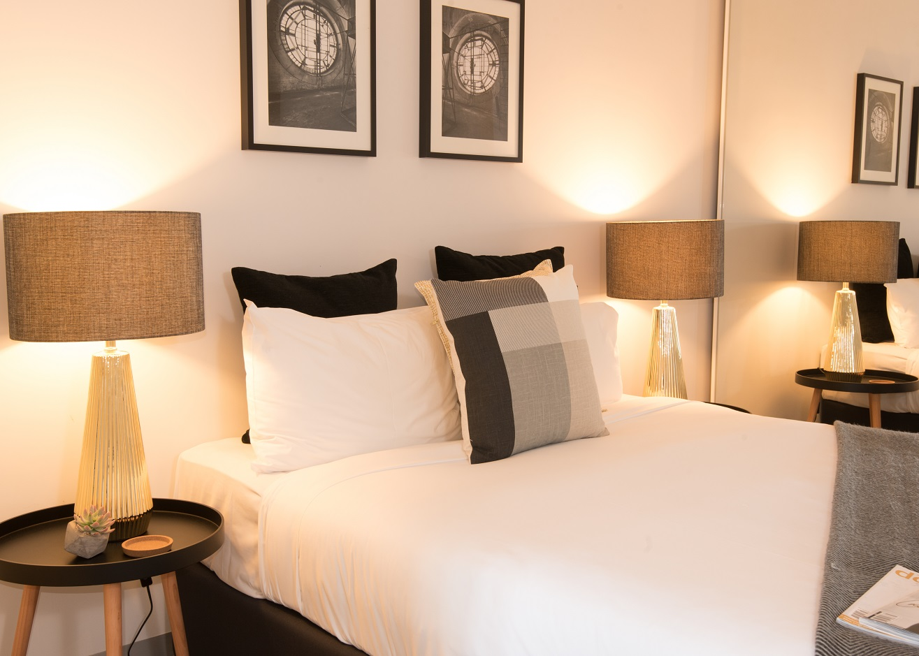 FAMILY APARTMENTS - Trams at door, onsite parking $40, Free Wi-Fi, Full kitchen, great value for money