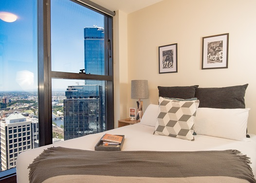 FAMOUS COLLINS ST, 4 STAR APART - 65 Floors, Swimming Pool, Gym & Sauna. Fast NBN Wi-Fi, full kitchen & laundry facilities, trams at door