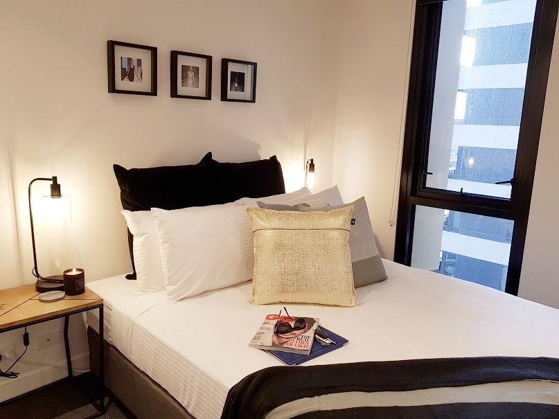 DELUXE SUITES, BEST LOCATION - Next to Melbourne Central Shopping Centre, heart of Melbourne, Google Wi-Fi & Google Home