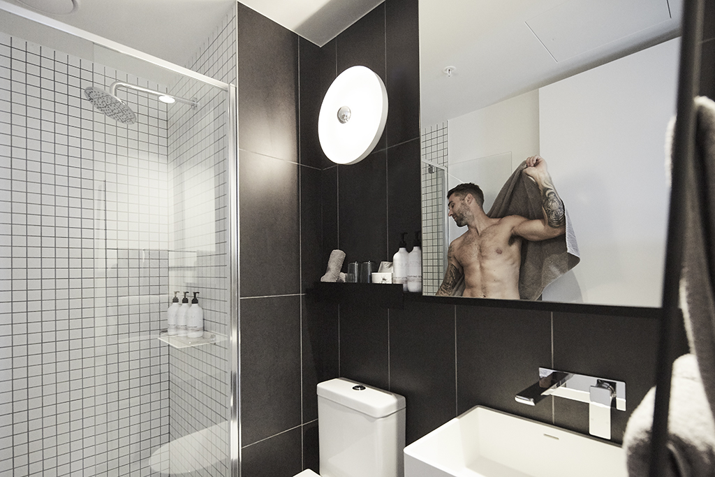 EMPIRE-MELBOURNE-SHORT-STAY-APARTMENT-BATHROOM.jpg
