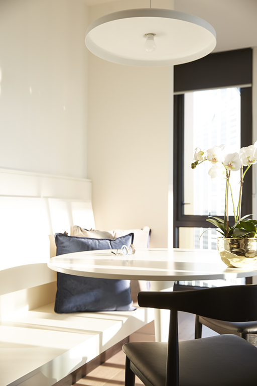 EMPIRE-MELBOURNE-SHORT-STAY-APARTMENT-DINING-AREA.jpg