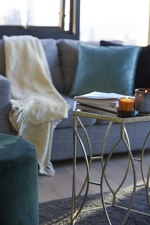 EMPIRE-MELBOURNE-SHORT-STAY-APARTMENT-LOUNGE-CLOSEUP.jpg