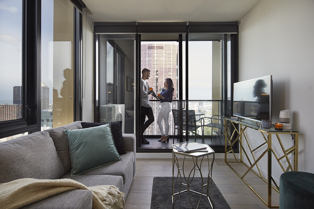 EMPIRE-MELBOURNE-SHORT-STAY-APARTMENT-LOUNGE-CITY.jpg