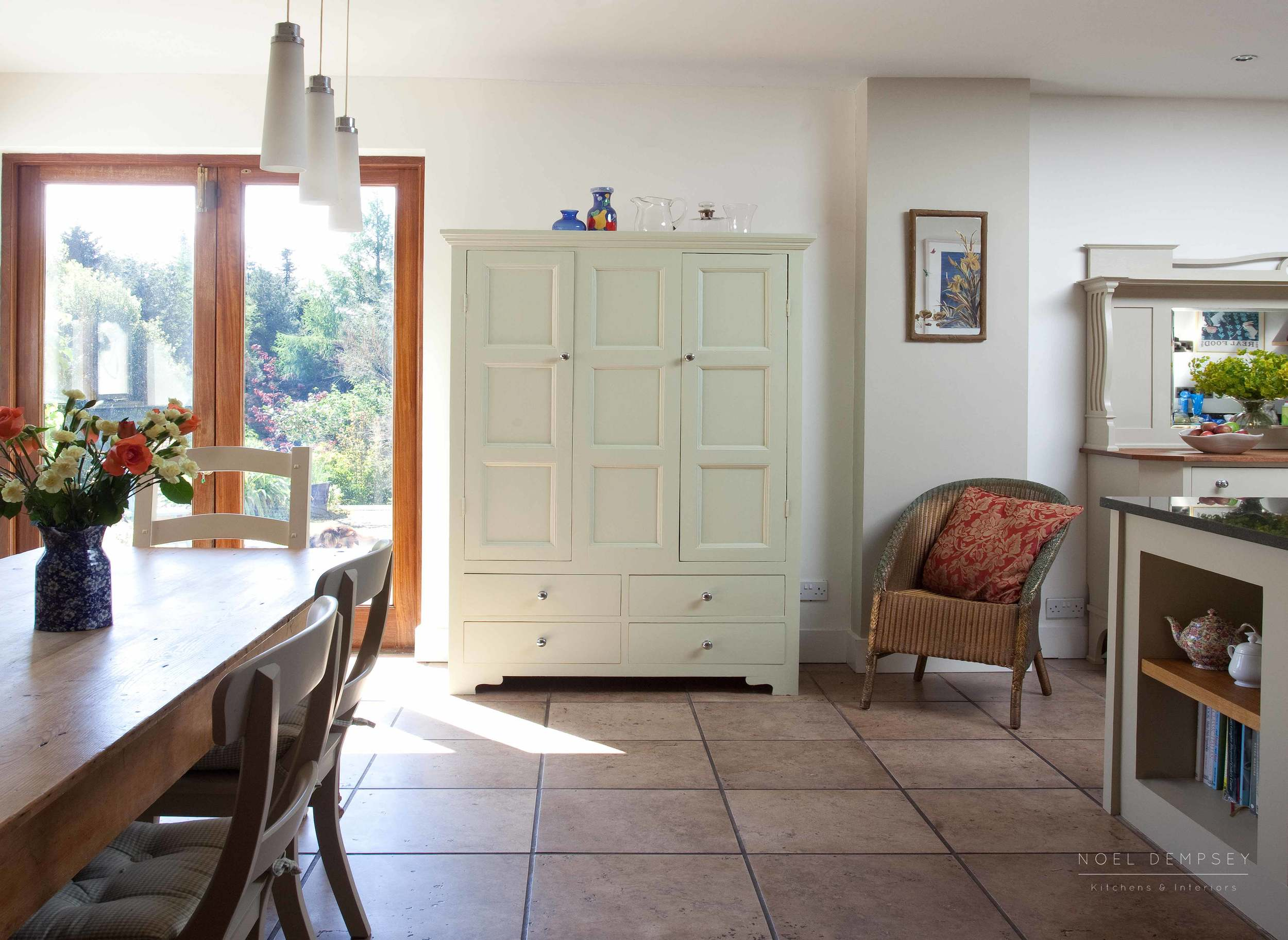 Bellvue-Hand-Painted-Kitchen-4.jpg