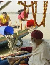 HH Chadral Rinpoche liberating fish