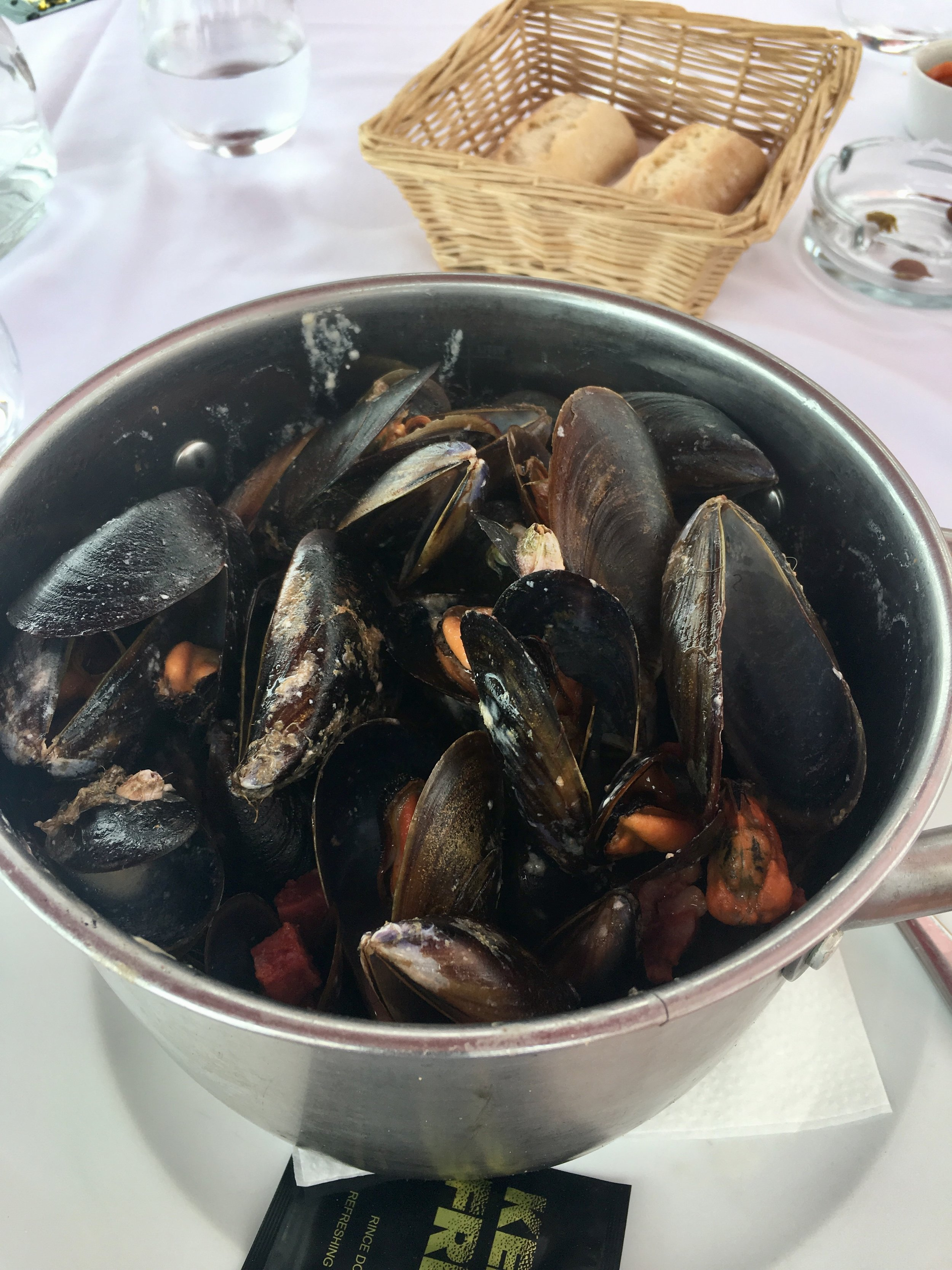Moules in CHORIZO SAUCE