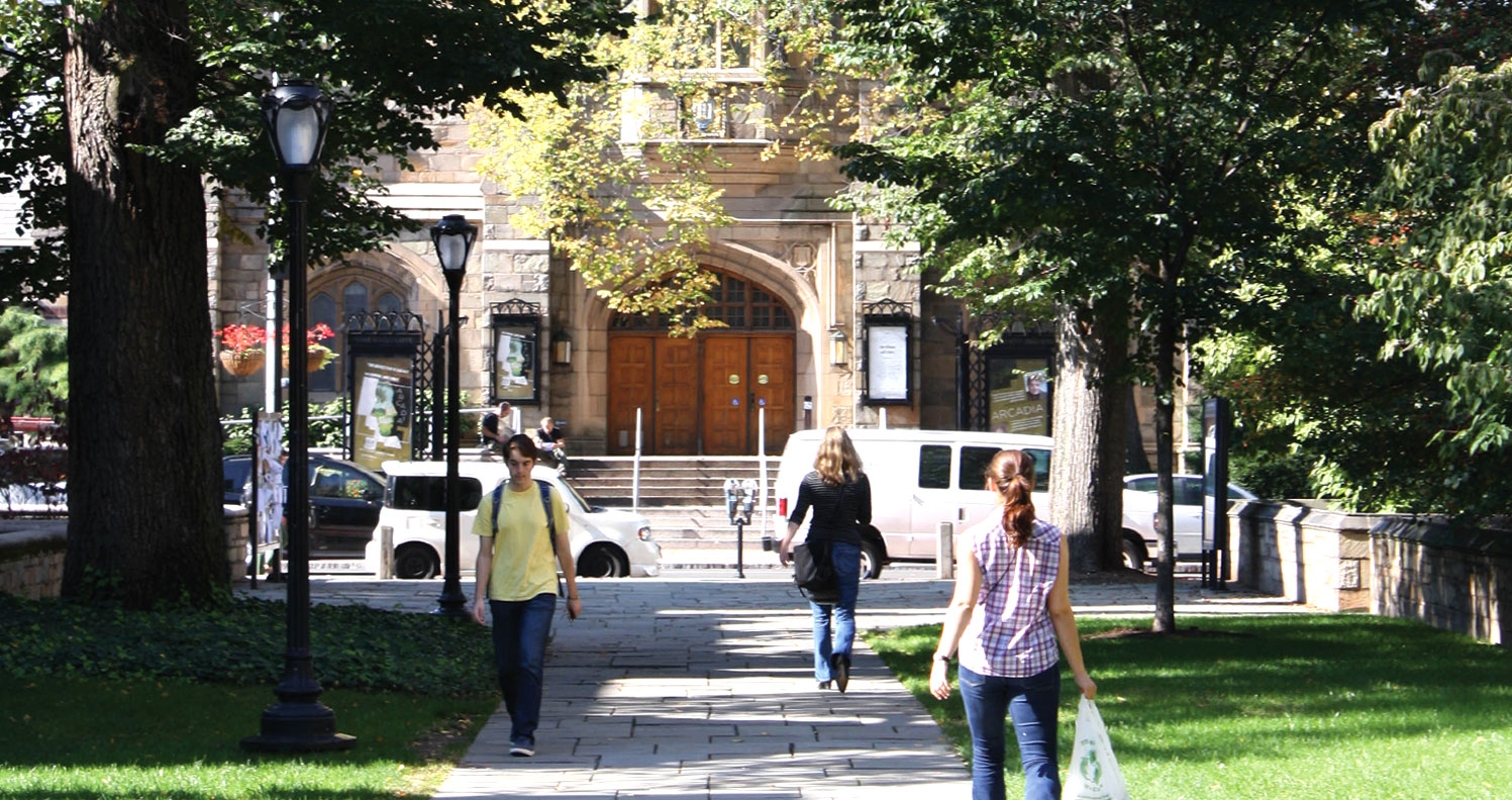 Yale-Drame_lrg3.jpg