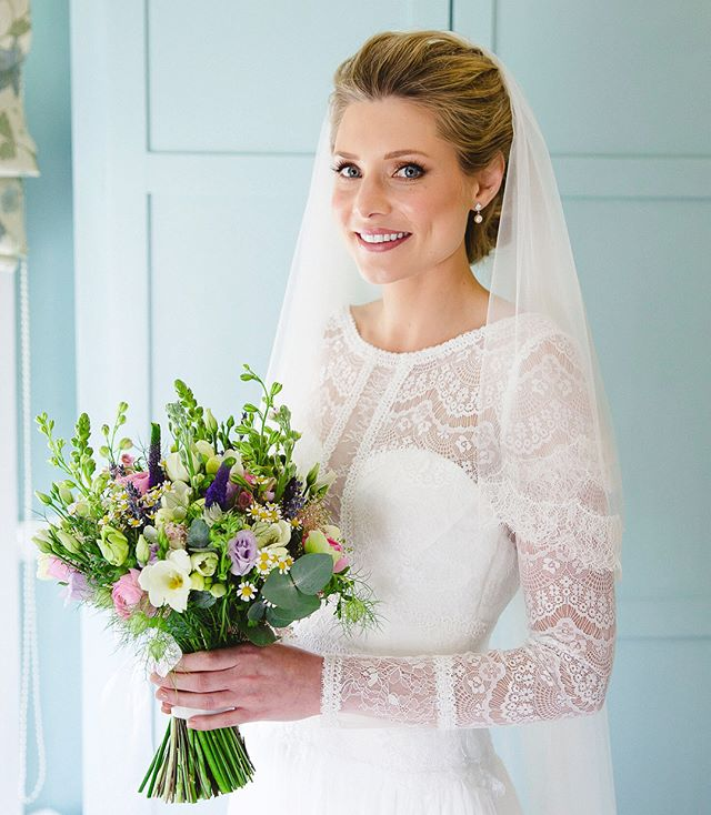 Beautifully Classic - Natural Makeup // can't believe I've only just received these photos from my bride from last year! 😍  #beautifulbride #elegent #elegentmakeup #classicbeauty #classicmakeup #naturalbeauty #weddingmakeupartist #muaessex #mualondon #posiek #lipshot