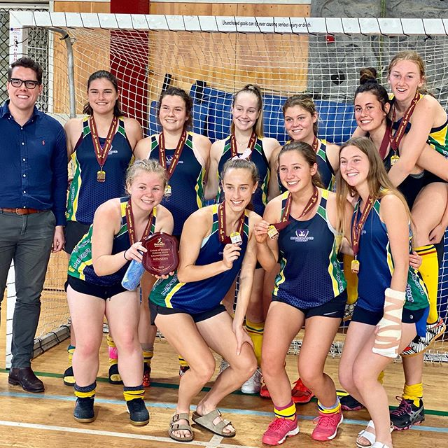 Congrats to the @brisbane_hockey U18 Girls who took the cup in a thrilling penalty shootout against Maryborough! Honoured to present the shield on behalf of @aschrinner