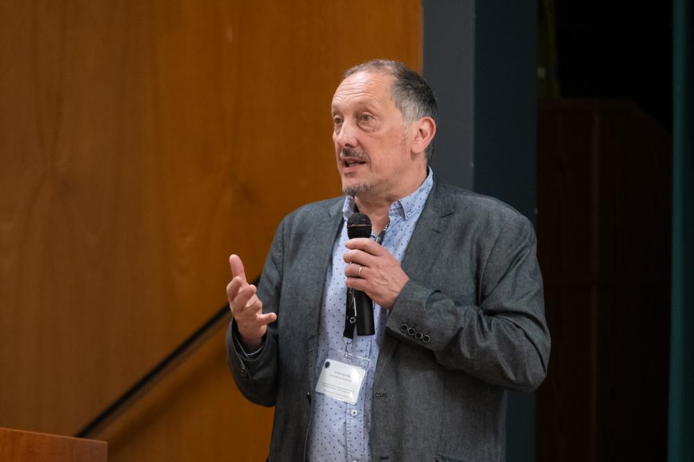 Le Pr Olivier Dezutter, codirecteur du Département de pédagogie de la Faculté d'éducation, codirecteur du Collectif CLÉ et président des comités scientifique et d'organisation du colloque