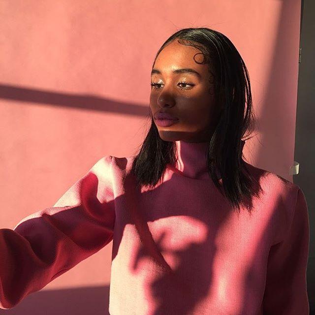 The beautiful @genvegaa in pants sweater  Behind the scenes for @kingkongmagazine 📸: @yse.anthonio 👠: @lletramderaj 💄: @ittts_sena 💇🏻: @juli_akaneya 💁🏻💁🏾♂️: @o.renishi @ericjmcarthur