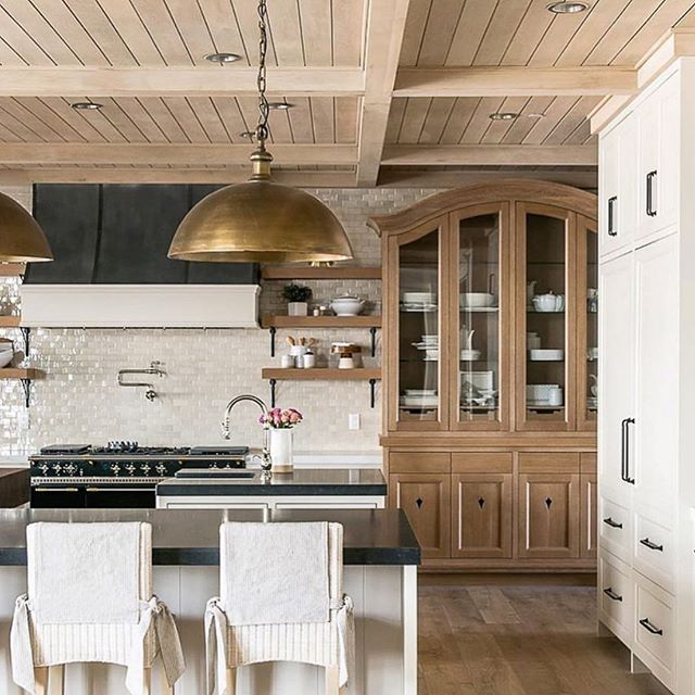 @beckiowens #warm #kitchen #home #house #housebeautiful #kitchendesign #kitchendesign #warminteriors #warmhome #interiordesign #kitchenandbath #kitchenpendants #wood #woodinspo #designinspo