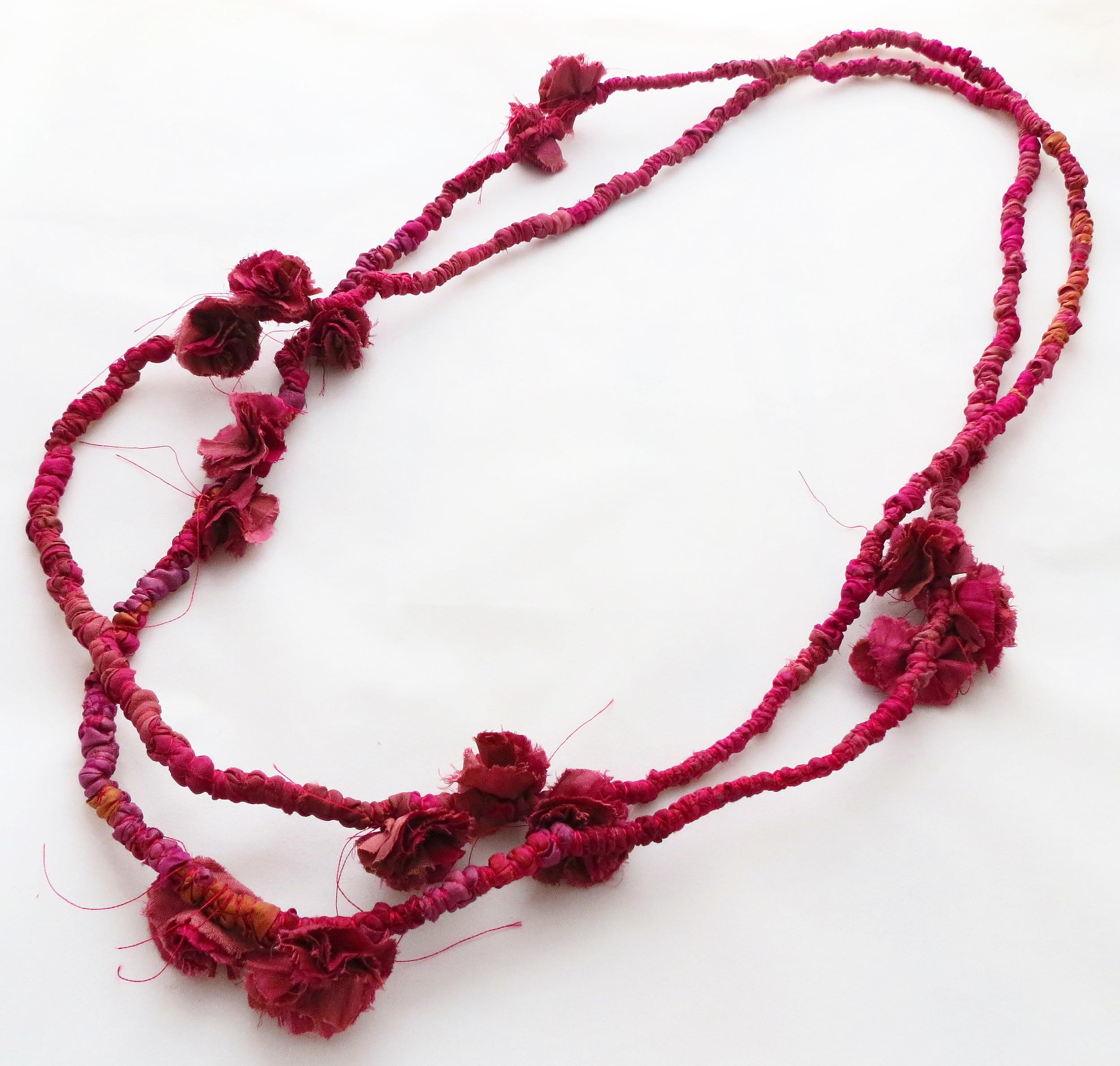 Maala – Francesca Cecchini (2014), necklace // Materials: repurposed sari silk, silk thread.