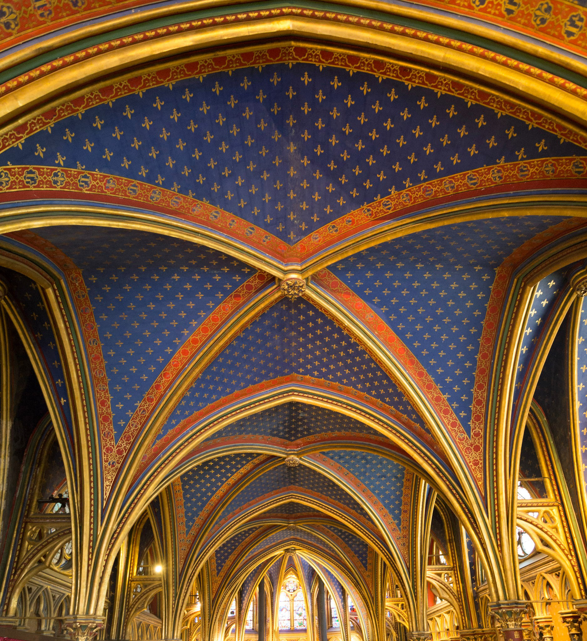 The roof of the smaller chapel below reminded me of the painting of starry night by Van Gogh which I saw at the Musée d'Orsay. More on that in my next post.