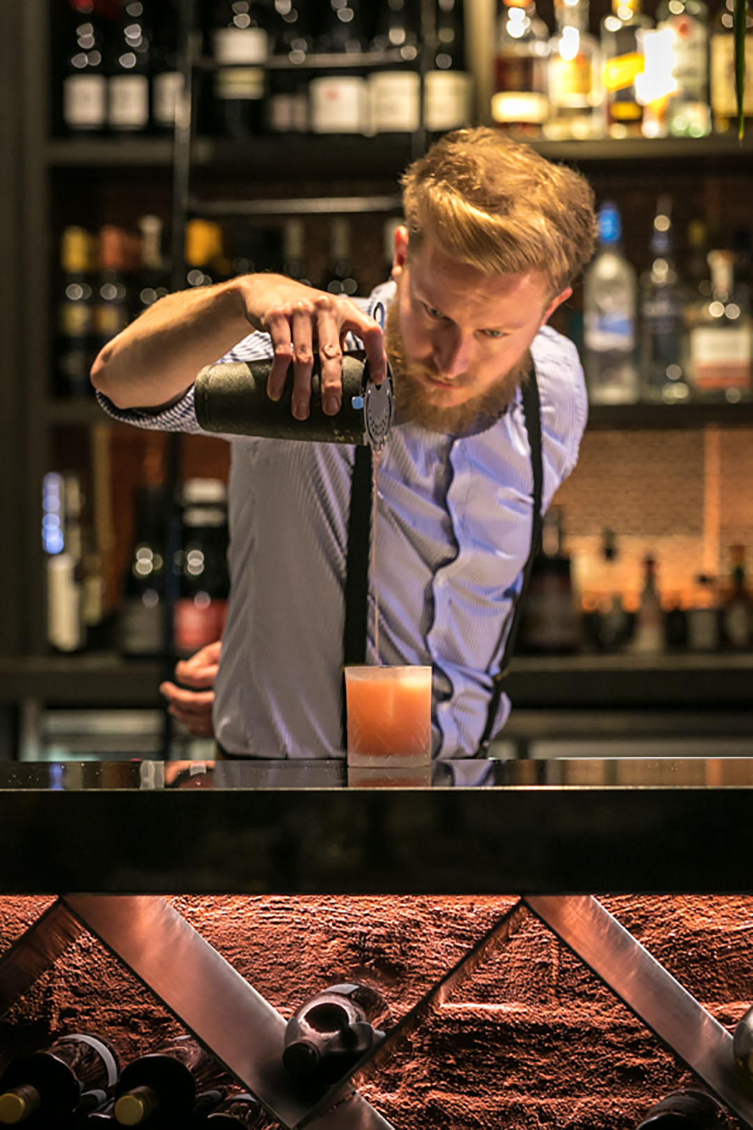 waiter-bar.jpg