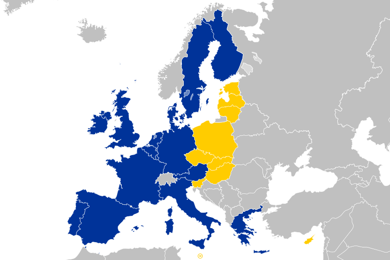 The EU following the 2004 Enlargement. Yellow marks A10 States, Blue marks previously entered member states. Image Source: Wikimedia Commons /Tintazul