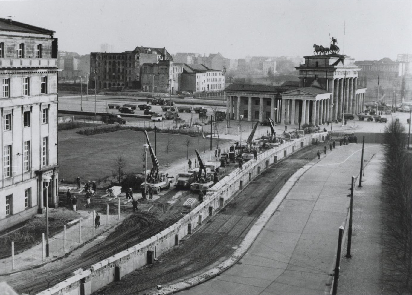 East German Workers reinforce the Berlin Wall near the Brandenburg Gate, 1961 (Wikimedia Commons/U.S. Information Service)